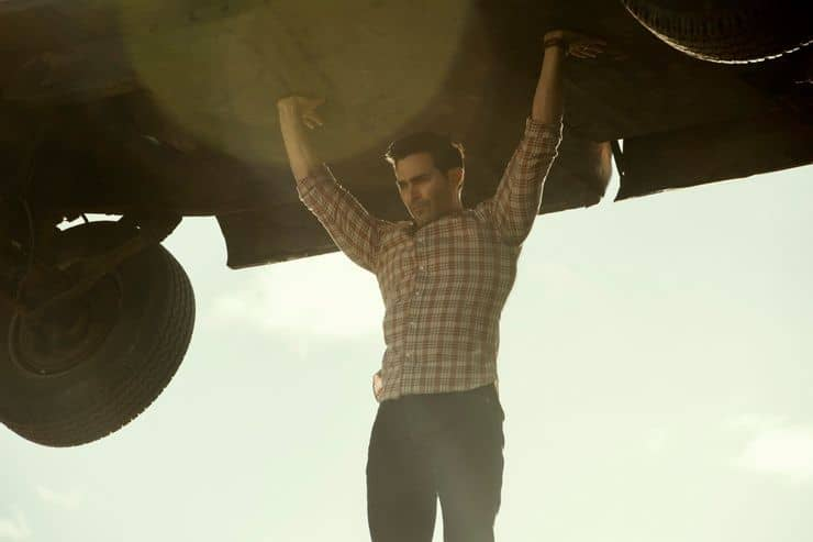 tyler hoechlin as clark kent shows off his powers in superman and lois